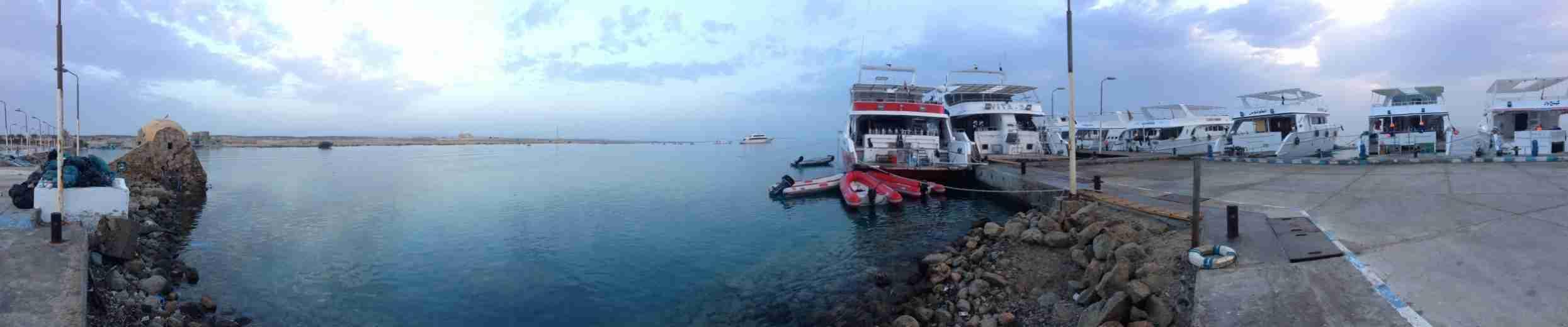 Фотография в порту с дайвинг яхтами