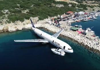 У берега Эгейского моря затопили авиалайнер Airbus A330