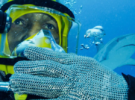 Майк Тайсон плавает с 30 акулами